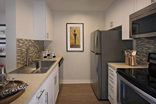 Pet Friendly 1+1 Apartment in San Diego. Parking Available! Apartments photo #1