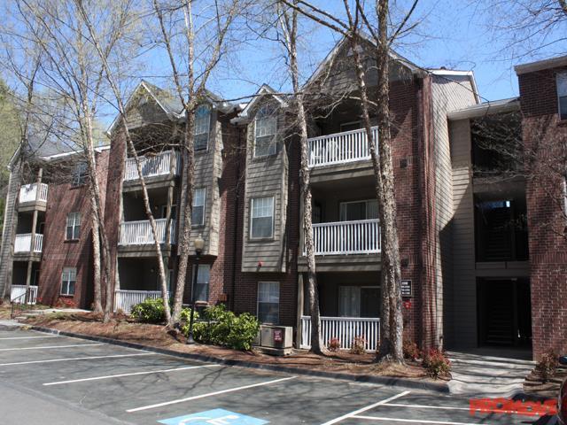 The Pointe at Lenox Park Apartments photo #1