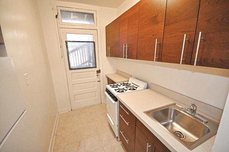 634-42 West Cornelia Apartments photo #1