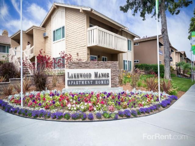 Lakewood Manor Apartments in Lakewood, CA photo #1