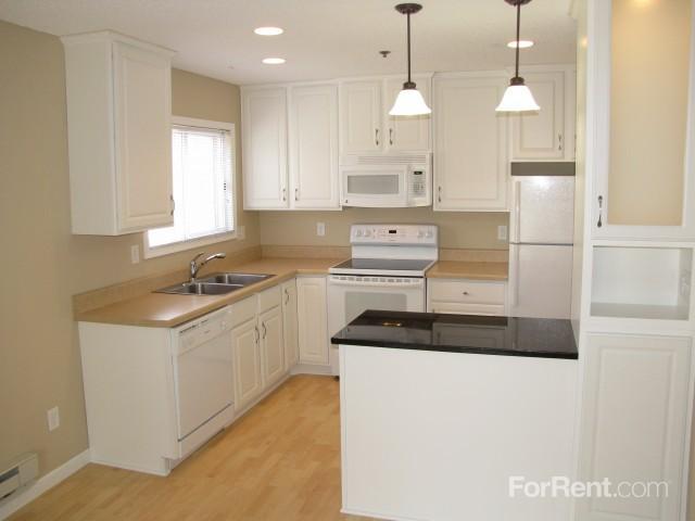 Somerset Oak Apartments photo #1