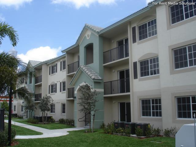 Valencia Pointe Apartments photo #1