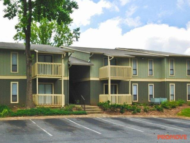 1500 Oak Apartments photo #1