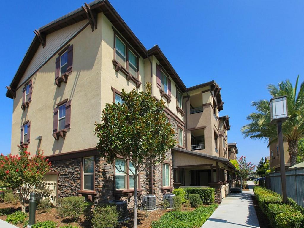 Meadow square apartment homes apartments chino ca walk for Meadow house