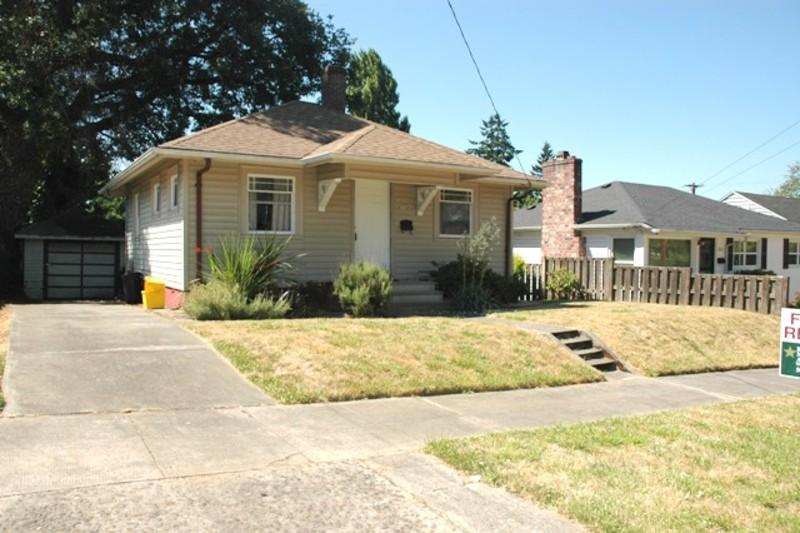3726 SE Ogden St. ** Cozy One BR, One BA House in Desirable Eastmoreland Neig...