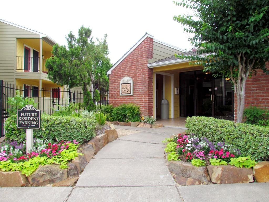 Del Lago Apartments, Houston TX - Walk Score