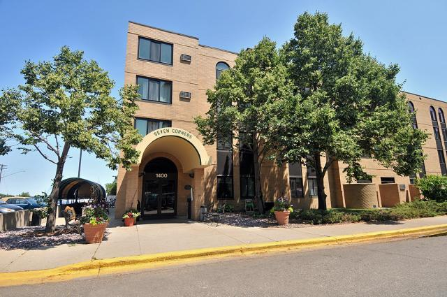 Nice room for rent. West Bank U of M. Seven Corners Apartment (1400 S 2nd St Apartments photo #1