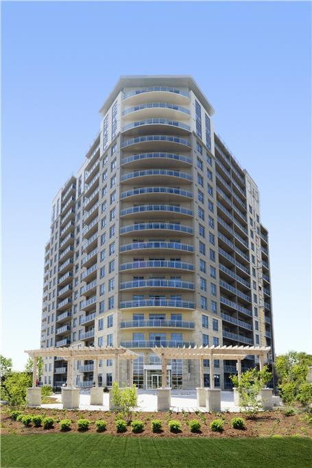 885, 905 Southdale Road West Apartments photo #1