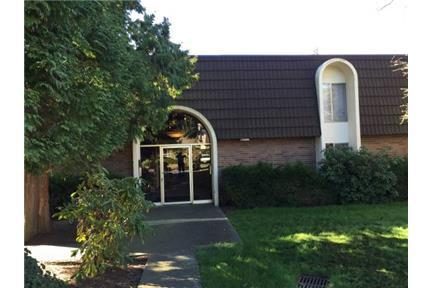 Stemps to downtown Kirkland. Utilities included - Kirkland Best location near downtown Kirkland