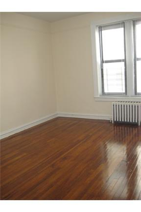 Kings & Queens Apartments - National 1640 photo #1