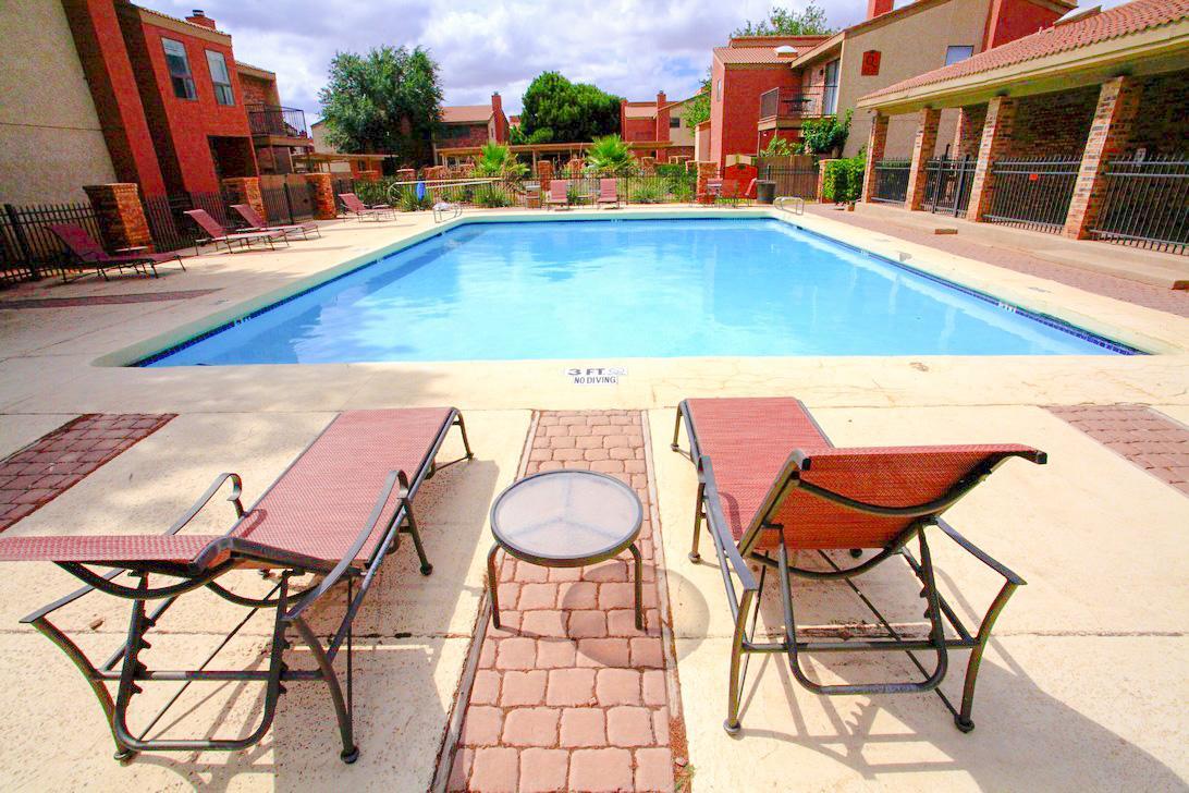 Las Colinas Apartments photo #1
