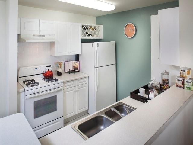 Avalon at Edgewater Apartments photo #1