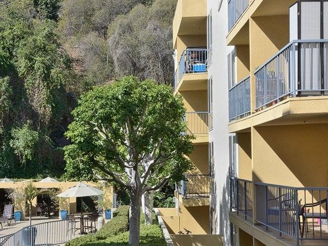eaves Los Feliz Apartments photo #1