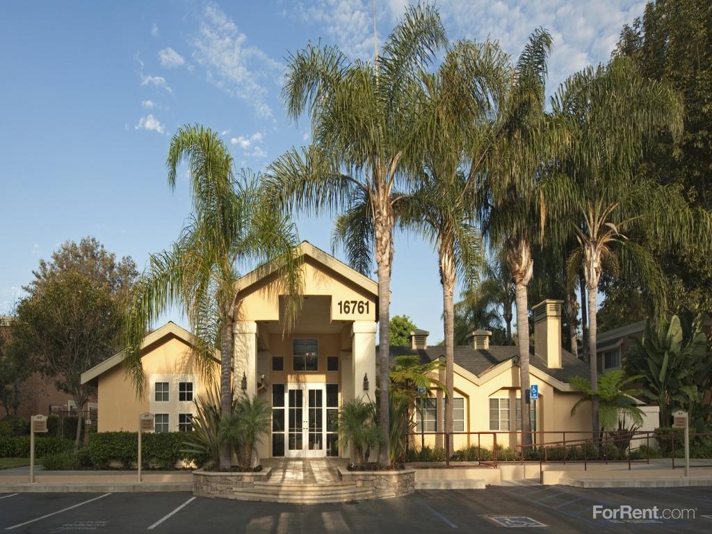 Huntington Villas Apartments photo #1