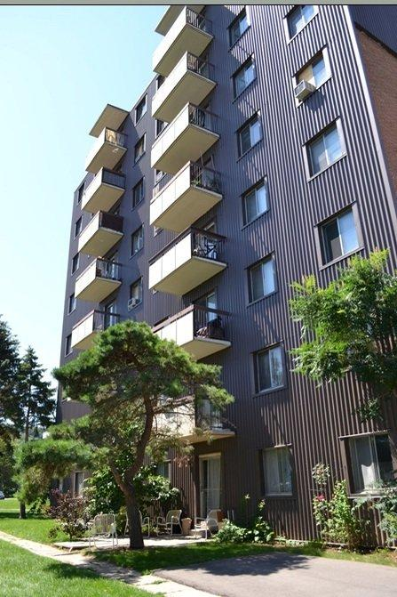 1 / 3 Slessor Blvd Apartments photo #1