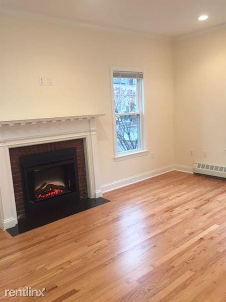 65 Langdon St Apt 9 photo #1