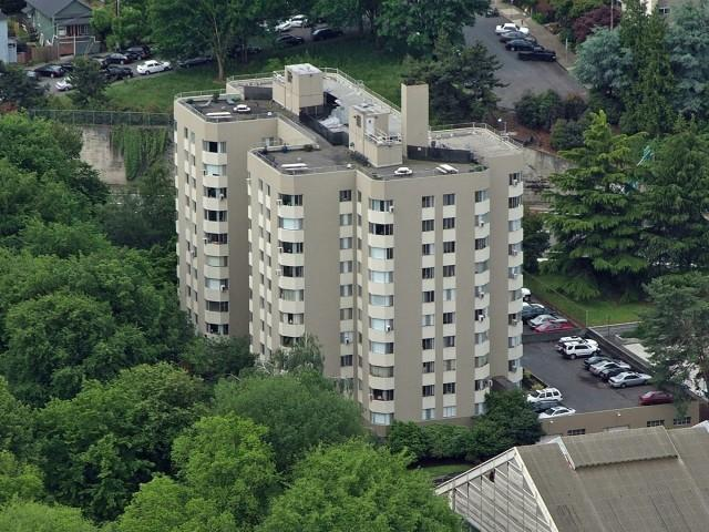 Park Plaza Apartments photo #1