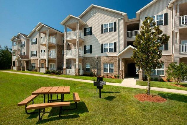 Majestic Oaks Apartments photo #1