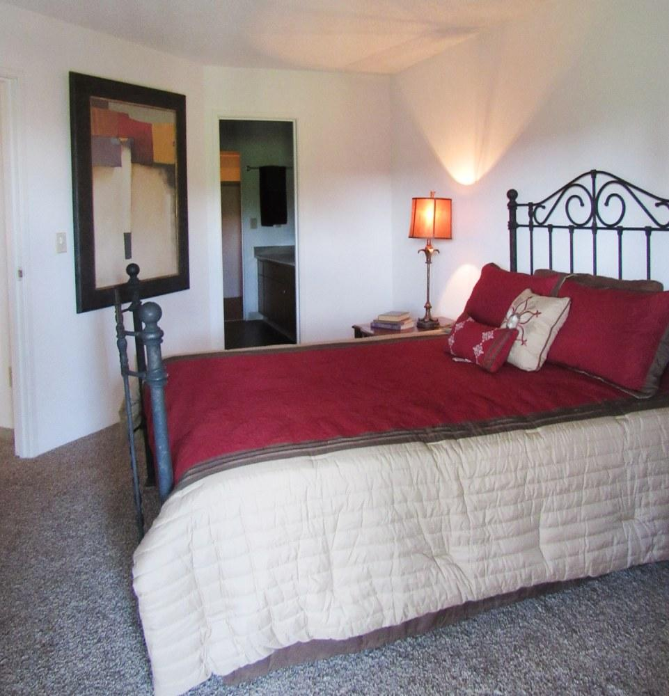 Waters Edge Apartments Okc: Retreat At Water's Edge Apartments, Denver CO