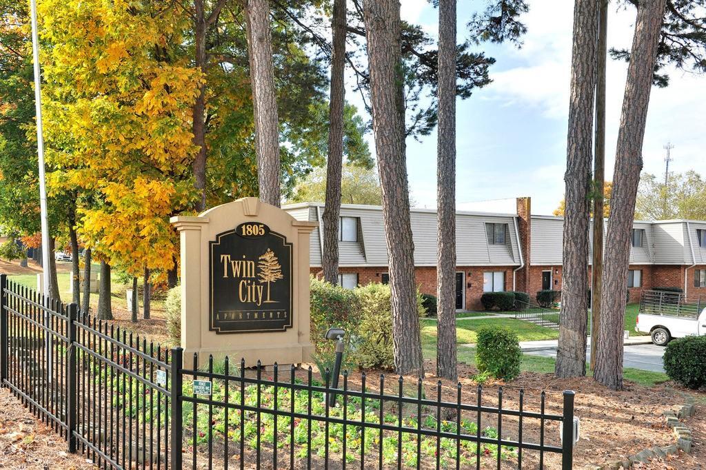 Twin city apartments winston salem nc walk score for Kimberley park swimming pool winston salem nc