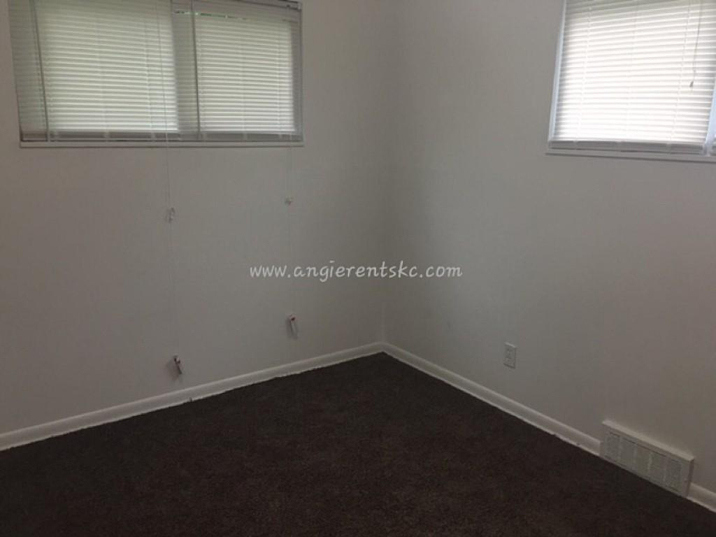 is this cute Two BR, lower duplex apartment. $595/mo