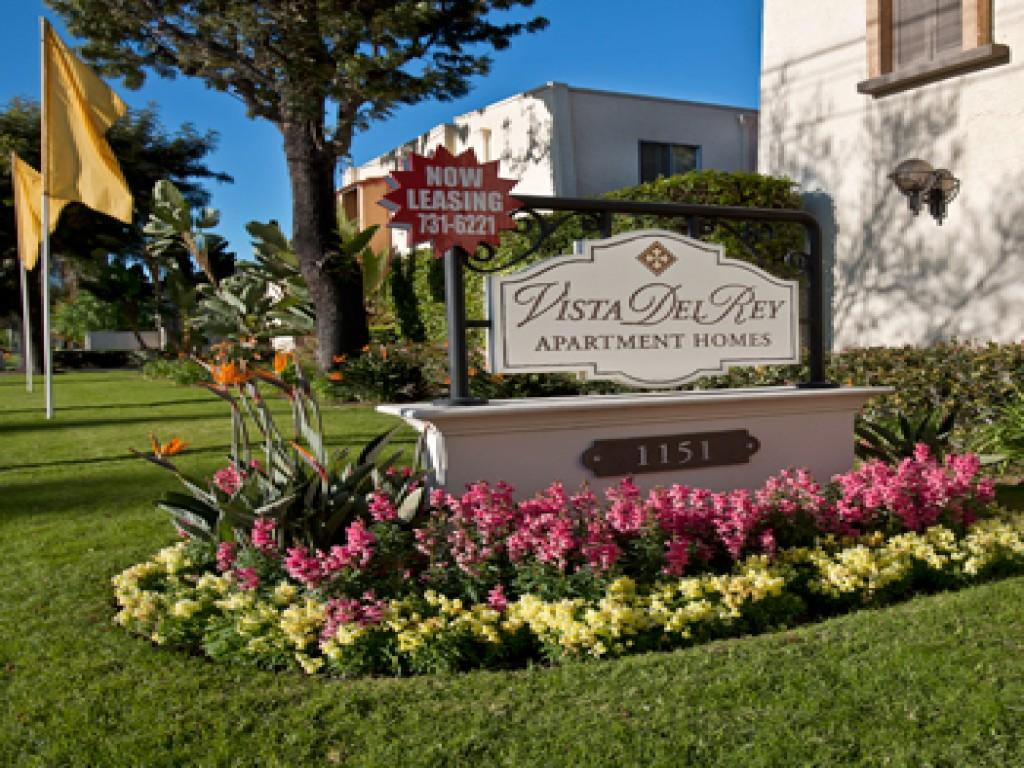 Vista Del Rey Apartments photo #1