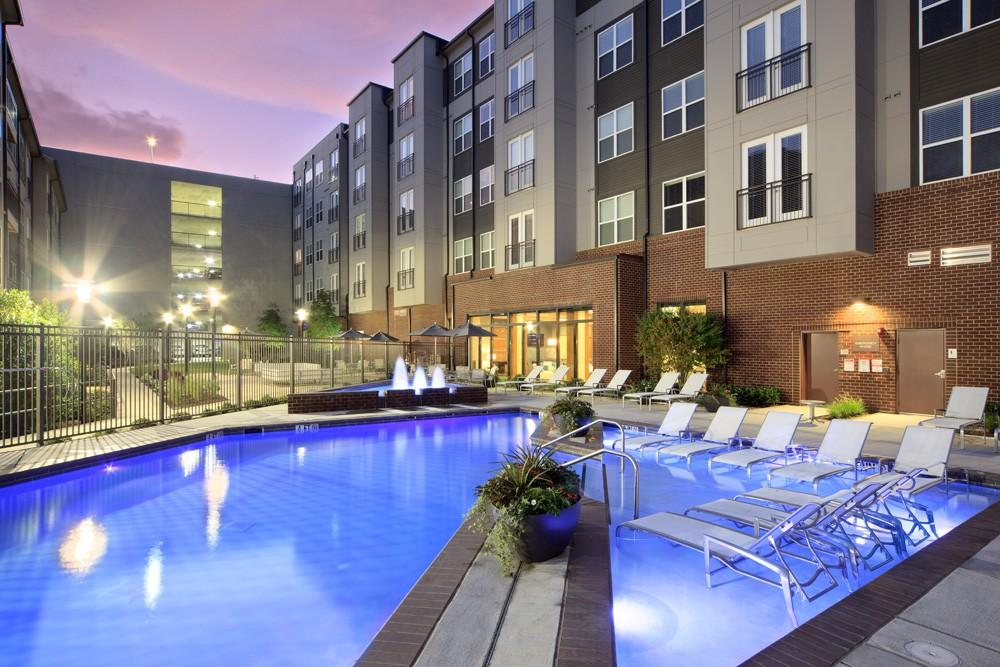 Icon at Dulles Apartments photo #1