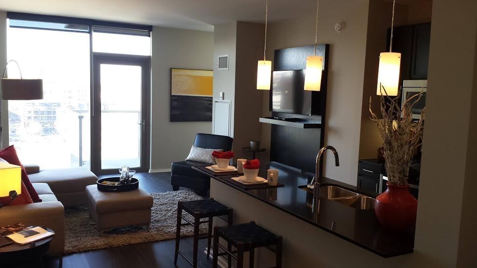 125 N Desplaines St Apartments photo #1