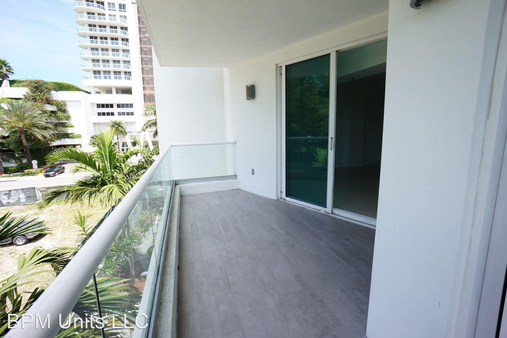 6362 Collins Avenue Apartments photo #1