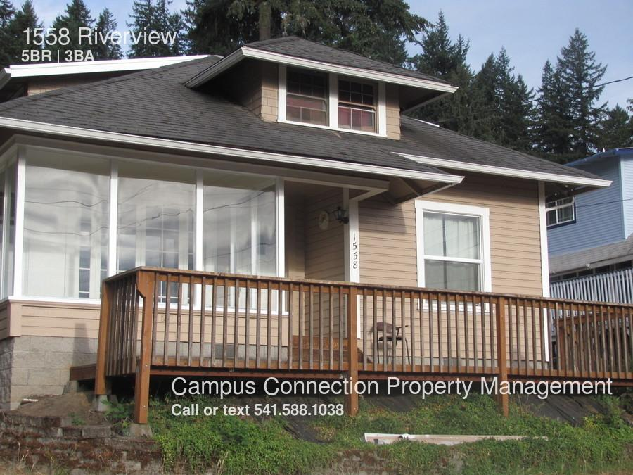 1558 Riverview photo #1