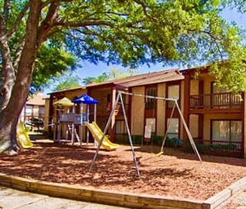 Royal Palms Apartments: 2527 West Oakridge Rd. Apartments, Oak Ridge FL