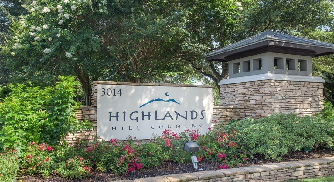 Highlands Hill Country Apartments photo #1