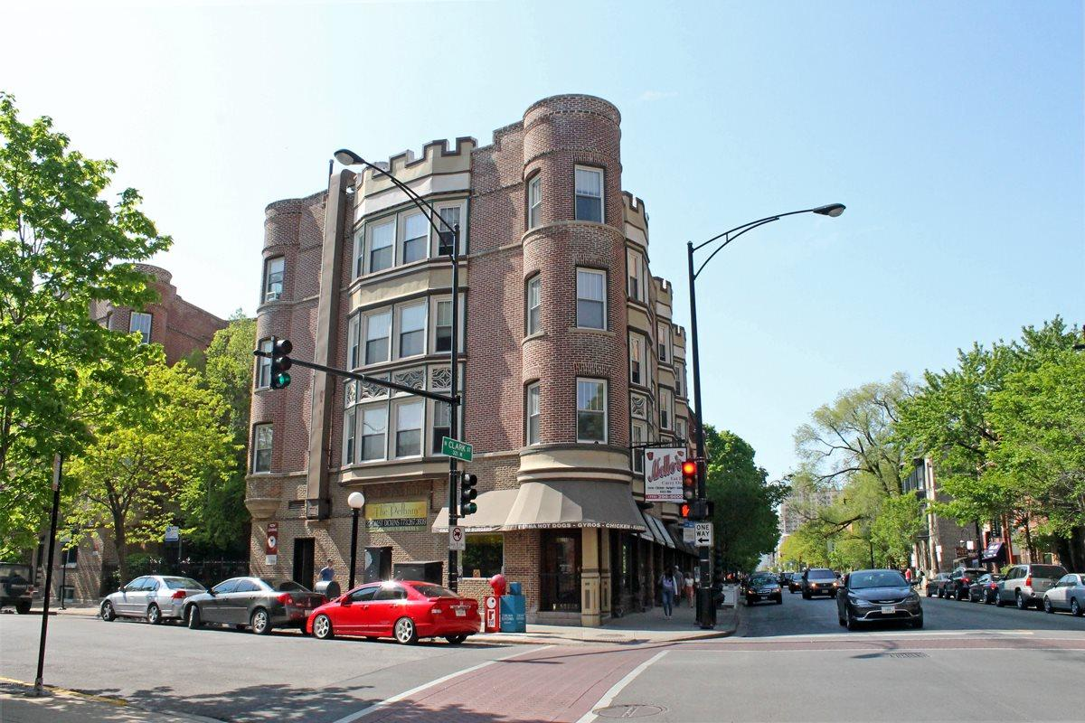 Two BR Apartment - Situated on the corner of Dickens Clark in Lincoln Park. Apartments photo #1