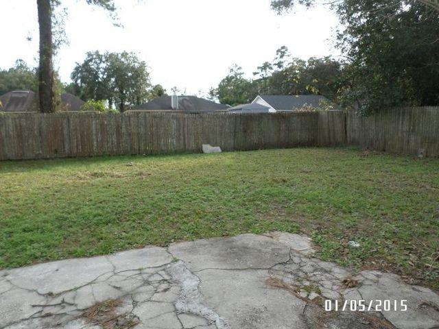 Three BR House - R$835 D$835 This cute large 3/1 features a privacy fenced