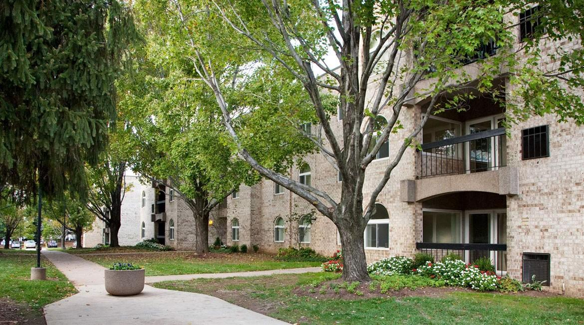 The Commons of McLean Apartments photo #1