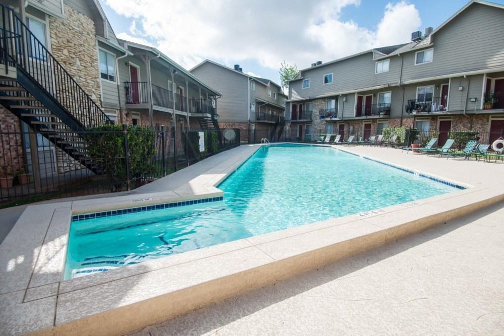 English Aire Apartments photo #1