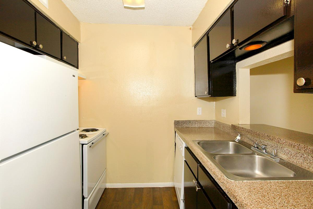 Rolling Wood Apartments photo #1