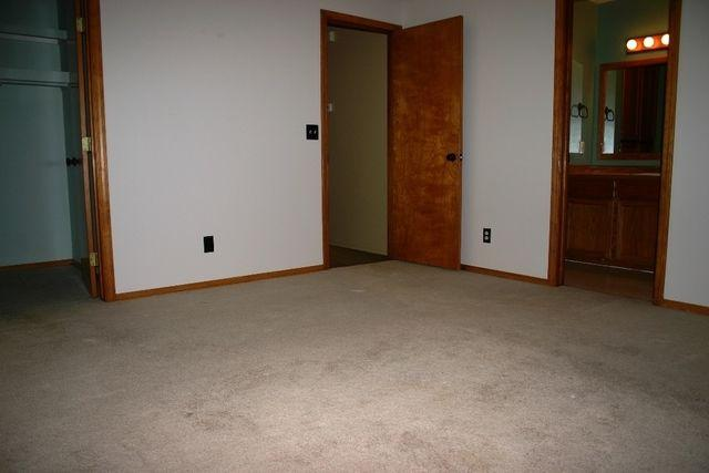 98 W Willowbrook Dr photo #1