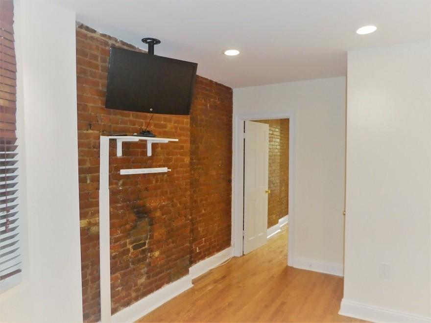 209 East 10th Street Apartments photo #1