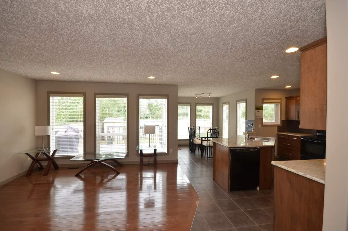 810 Lawrence Court photo #1