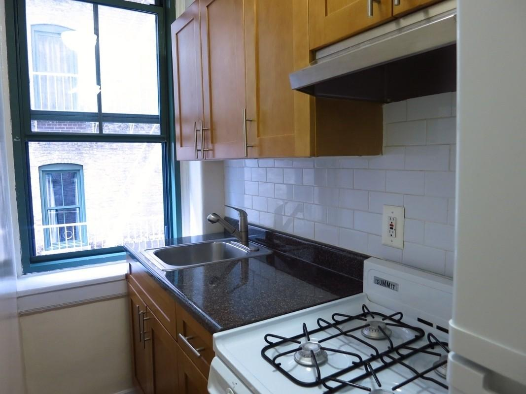 Huge Studio Apartment with Doorman and a dressing room on the Upper East Side photo #1