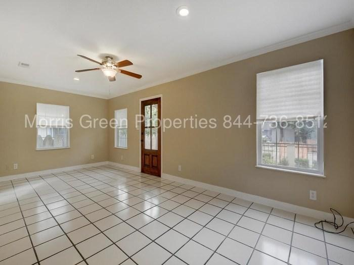 Great east side location with easy access to DT. Pet OK!