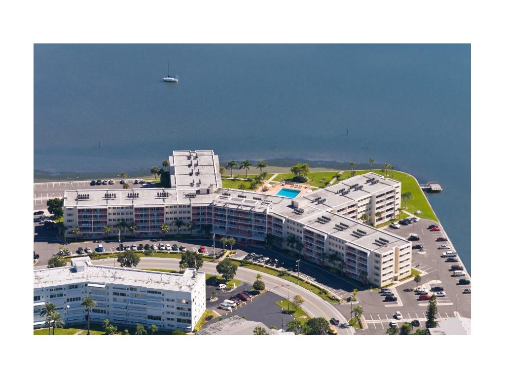 Waters Pointe Apartments