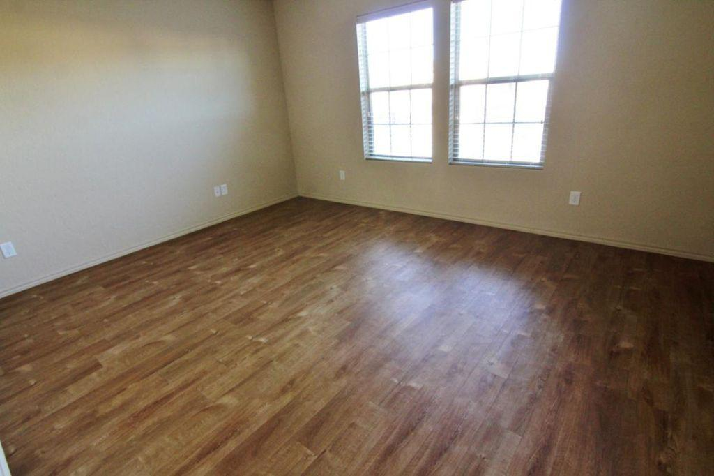 Nice Family House for rent. 2 Car Garage!
