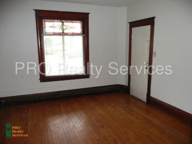Vintage urban studio apartment within walking distance of Bryn Mawr and Downtown