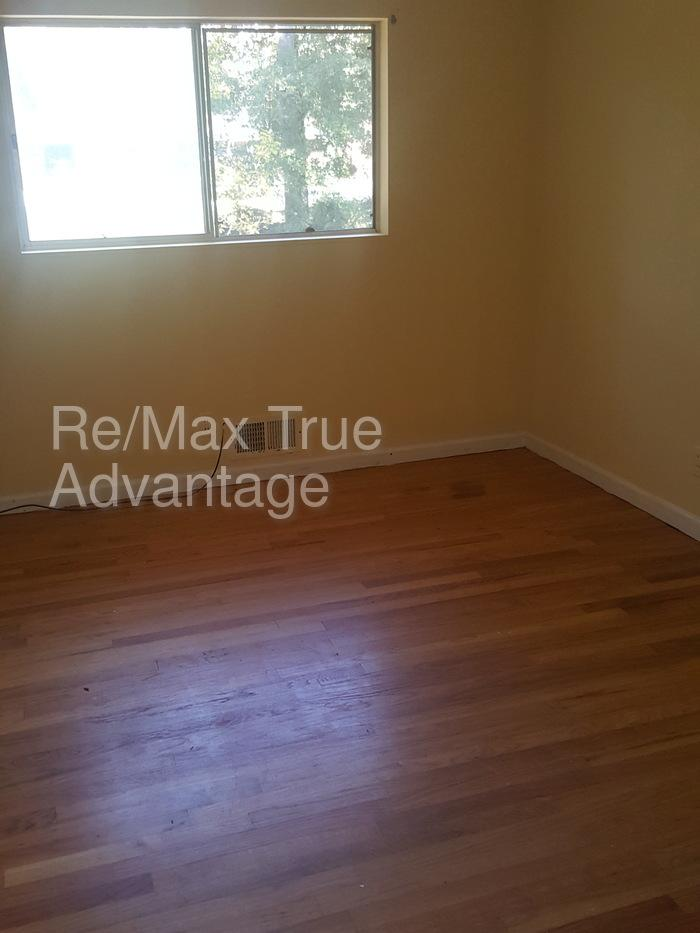 Large 3 bed two fo only $925