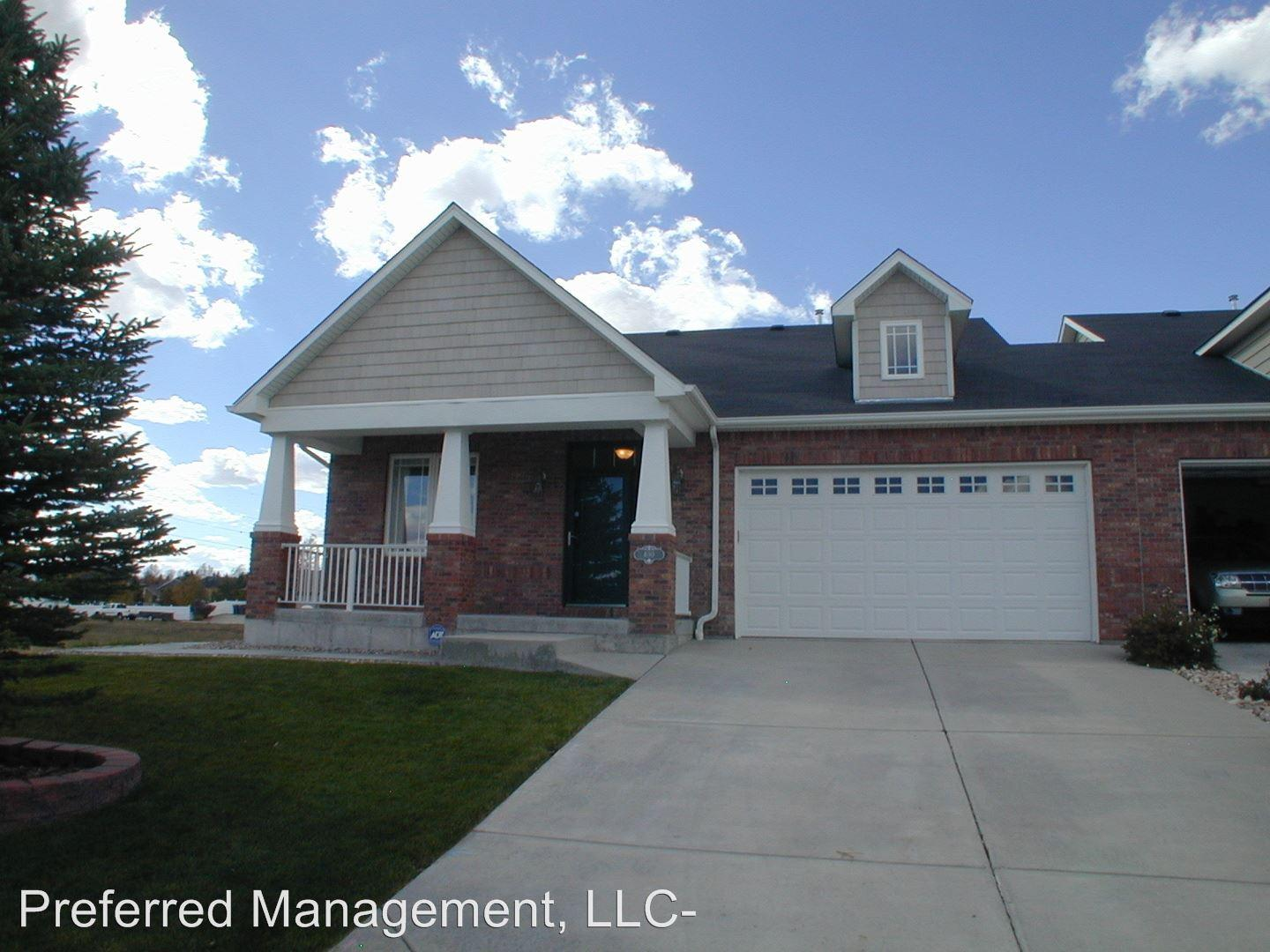 400 Sterling Dr photo #1