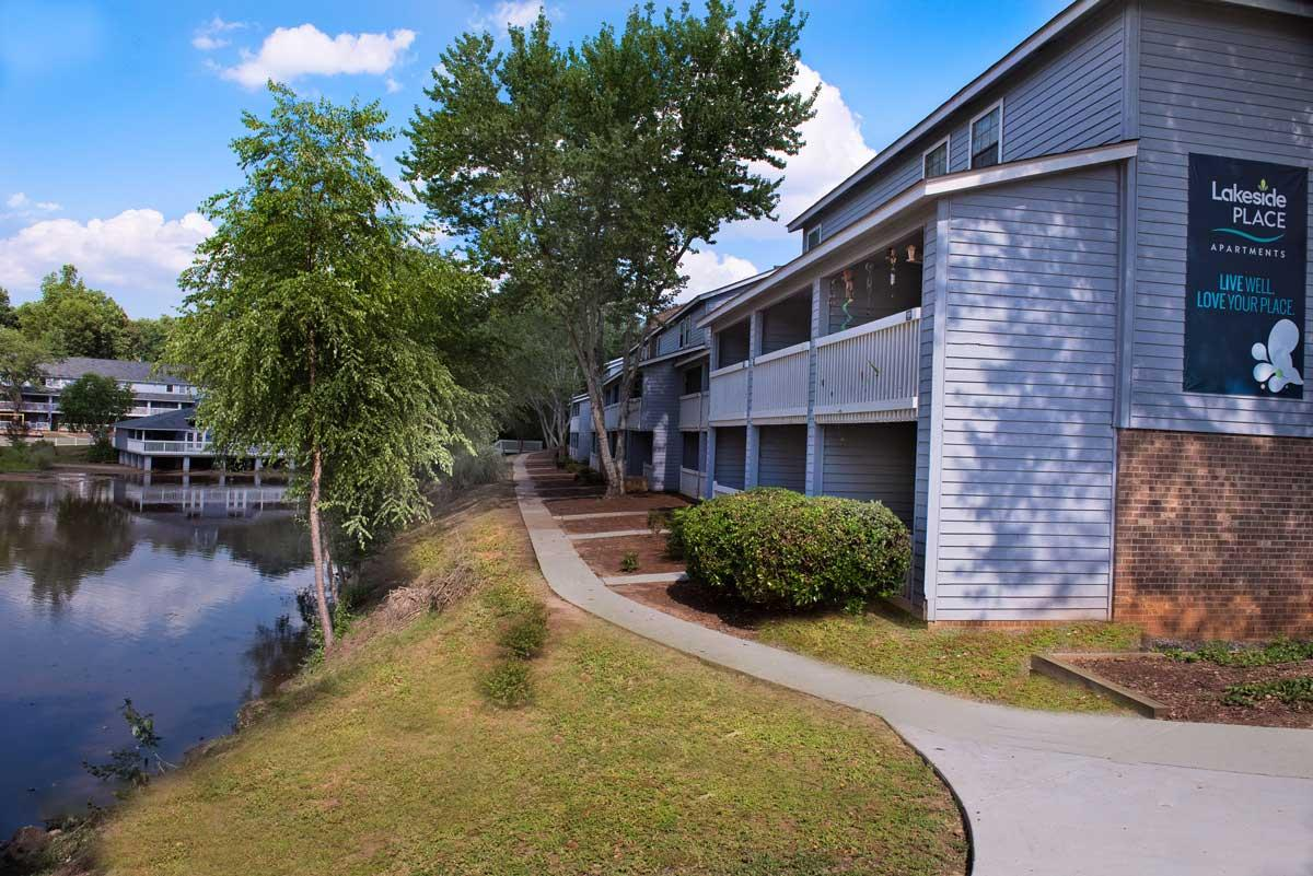 Lakeside Place Apartments photo #1