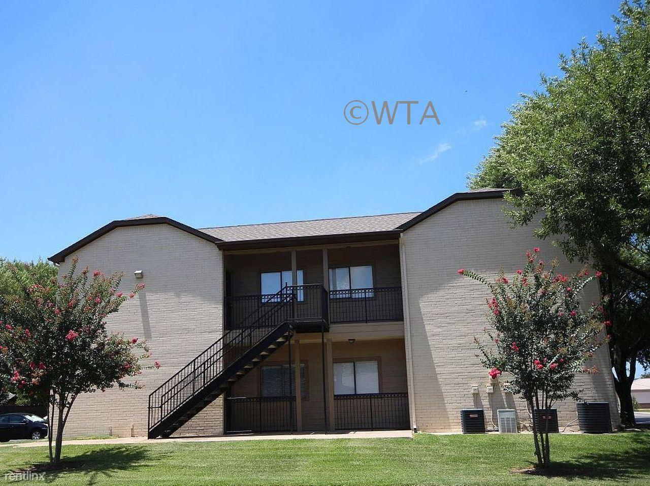 209 LUTHER Apartments photo #1