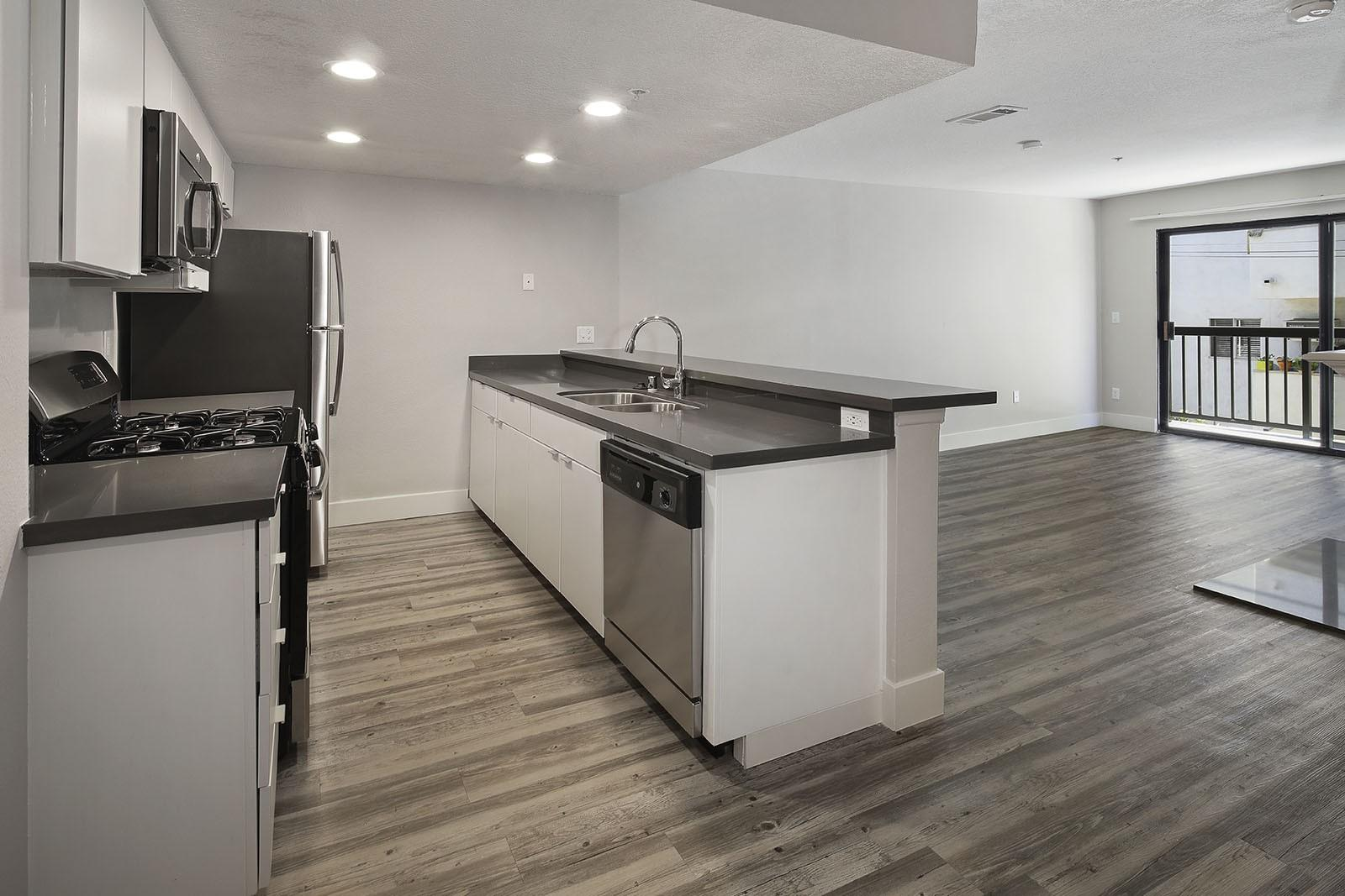 Vue Hollywood Apartments photo #1